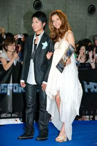 中村蒼(左)、マリエ(右)