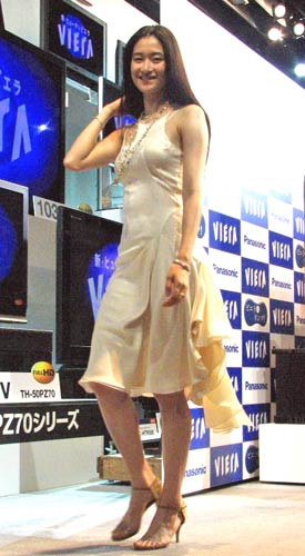 『VIERA(ビエラ)』の新CMキャラクター発表会に登場した小雪