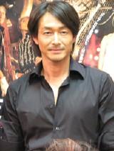 音楽劇『三文オペラ』記者会見に出席した吉田栄作
