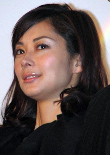映画『Life 天国で君に逢えたら』の公開初日舞台挨拶に出席した伊東美咲