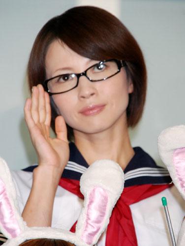 黒縁眼鏡三浦理恵子