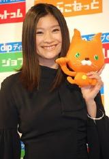 篠原涼子とディップオリジナルキャラクターはたらこねこ