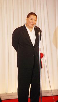 今年3月に行われた『第7回 ビートたけしのエンターテインメント賞』で挨拶する北野武