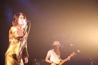 『Girls Park 2007 meets au by KDDI』で熱唱するBONNIE PINK