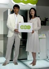 東芝『ecoスタイル』のキャンペーンキャラクター&CM発表会に出席した天海祐希と阿部寛