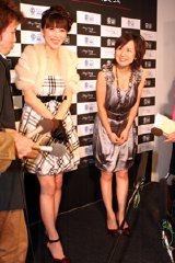 クリスマスケーキ試食会にゲスト出演した矢沢心と山川恵里佳