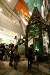 早くも渋谷マークシティではクリスマスイルミネーションが点灯