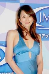 『第一回 日本メイクアップ大賞』を受賞した米倉涼子