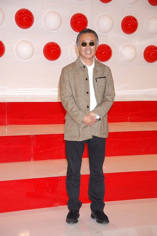 『第58回NHK紅白歌合戦』の出場歌手発表会見に出席したすぎもとまさと
