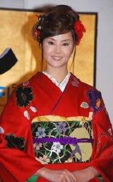 新商品『綾鷹 上煎茶』の発売記念イベントに出席した観月ありさ