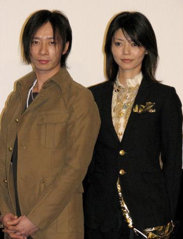 映画『HEY JAPANESE! Do you believe PEACE,LOVE and UNDERSTANDING? 2008−2008年、イマドキジャパニーズよ。愛と平和と理解を信じるかい?−』の完成披露試写会に出席した、壱成&千春の2ショット