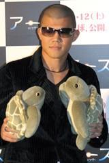 映画『アース』の試写会に出席した亀田興毅