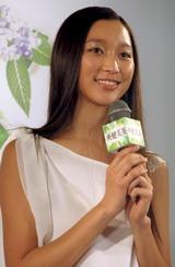 2008年『爽健美茶』のイメージキャラクターを務める杏