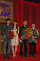 左からジェイ・チョウ、リア・ディゾン、チャン・イーモウ監督、ビル・コン製作