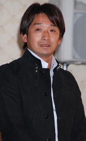 五輪応援『越えてゆくプロジェクト』の発表会のプレゼンターを務めた片山右京