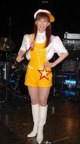 コメット衣装をファンにお披露目した大場久美子