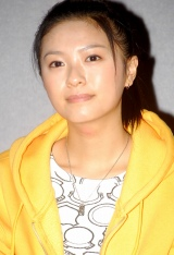 NHK朝の連続テレビ小説『瞳』の特別試写会に出席した榮倉奈々