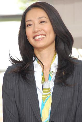 ドラマ『7人の女弁護士』の記者会見に出席した原沙知絵