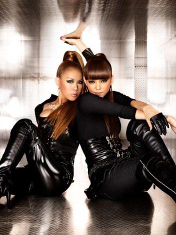 Doubleと安室奈美恵、黒キャットスーツ姿でコラボ