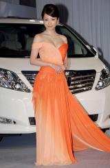 TOYOTA新型アルフォード・新型車ヴェルファイア披露イベントに出席した釈由美子