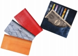 財布型の専用ケースに入れると、まさにお札