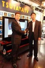 6月5日、「TSUTAYA TV」の説明会に出席したTSUTAYA BBの渡邉健社長(左)とアクトビラの久松龍一郎副社長