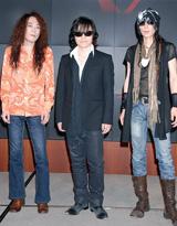 世界ツアー延期を正式に発表したX JAPAN(YOSHIKIは欠席)