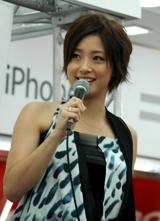 iPhone発売イベントに登場した上戸彩