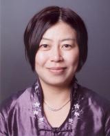 第139回芥川賞は、史上初の日本籍以外の著者となる楊逸の『時が滲む朝』が受賞した。