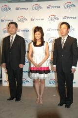 同社の木村真輔社長と今井隆副社長、CMに出演する清水由紀