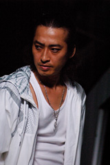 『ケータイ捜査官7』にゲスト出演する大沢樹生 (C)WiZ・Production I.G・バディ携帯プロジェクトLLP/テレビ東京
