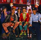 超個性派ぞろいのキャスト陣が主演の浅野忠信を取り囲む! (C)2009『鈍獣』製作委員会