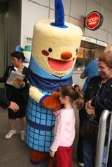 外国人観光客にも大人気 福岡タワーの「フータ」