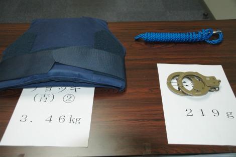 検察庁の「防弾チョッキ」「手錠」の現物展示