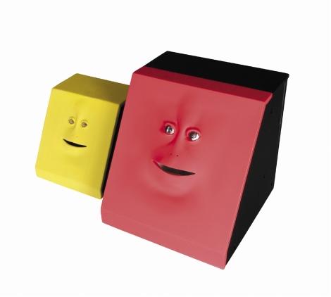 11月下旬に発売されるキモカワ系貯金箱、『FACE BANK DODEKA(フェイスバンク ドデカ)』(右) (C)TAKADA