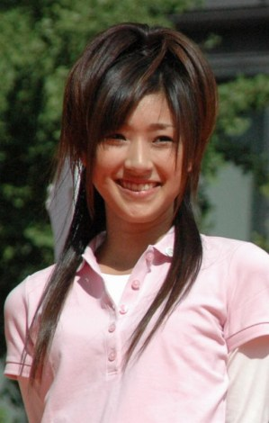 『東京丸の内ストリートスタジアム』に参加したAKB48の松原夏海