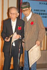 ともに受賞した(左から)島田謹之助氏、立川談志