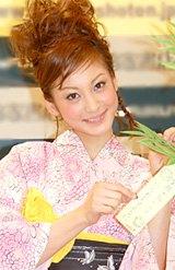 自身初のブログ本『HAPPY SMILE HAPPY LIFE』の出版記念握手会を行った西山茉希