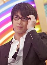 テレビではあまり見ることのできない徳井のメガネ姿