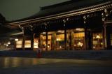 ライトアップされた明治神宮の御社殿