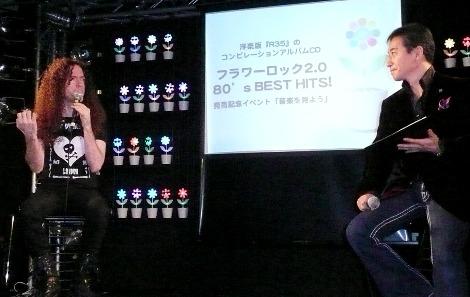 トークショーの様子 マーティと赤坂泰彦(右)