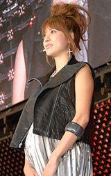 映画『レッドクリフ Part I』の公開前夜祭に登場した妊娠7ヶ月のhitomi