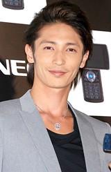 NECの新携帯電話発表会に登場した玉木宏