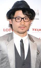 「2008年ベストドレッサー賞」を受賞したプロバスケットボールプレイヤーの田臥勇太選手