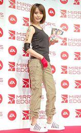「ミラーズエッジ」発売記念イベントに登場した加藤夏希