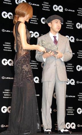 「GQ Men of the Year 2008」授賞式でのNIGO
