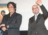 映画「チェ 28歳の革命」「チェ 39歳別れの手紙」の舞台あいさつに出席した(左から)ベニチオ・デル・トロ、スティーブン・ソダーバーグ監督
