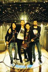 CDデビューが決定した伊藤淳史率いるパンクバンド・逆鱗 (C)2009「フィッシュストーリー」製作委員会