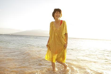 海で遊ぶ上野樹里