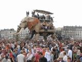 「ラ・マシン」の代表作「ナント島の巨大な象」